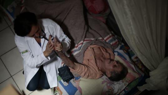 'Eu amo o meu país, mas não quero voltar': A situação de médicos cubanos no