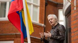 Conceden nacionalidad ecuatoriana a Julian