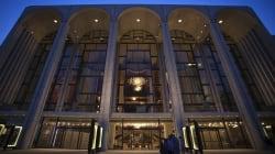 James Levine, accusé d'agression sexuelle, suspendu de ses