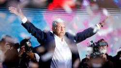 Por fin, la tercera es la vencida y Andrés Manuel López Obrador celebró su virtual presidencia en el