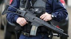 Des fusils d'assaut dans chaque voiture de