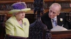 La tenue de la reine Elizabeth II comparée... aux