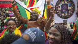 ジンバブエ「軍事クーデター」引き金はムガベ大統領「夫人」--白戸圭一