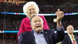 """Acusan a George Bush de """"manosear"""" a una actriz frente a su esposa"""