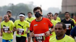 Entre niebla tóxica y máscaras para la contaminación, Nueva Delhi celebra su