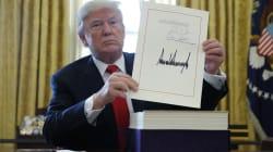 Trump firma la riforma fiscale e vola in