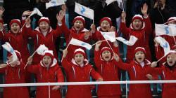 L'équipe de cheerleaders de la Corée du Nord vole la vedette aux