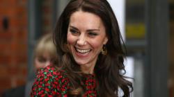 Pourquoi Kate Middleton s'assoit-elle toujours de la même