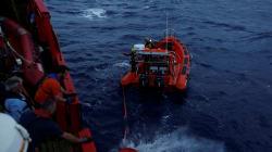 L'Italie accueille finalement un bateau de sauvetage de migrants, mais veut le placer sous