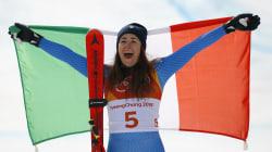 Sofia Goggia vince la discesa libera alle Olimpiadi invernali, terza medaglia d'oro per l'Italia. L'azzurra: