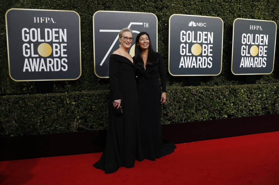 75th Golden Globe Awards. Beverly Hills, California. Meryl Streep y la Directora de National Domestic Workers Alliance, Ai-jen Poo. REUTERS/Mario Anzuoni
