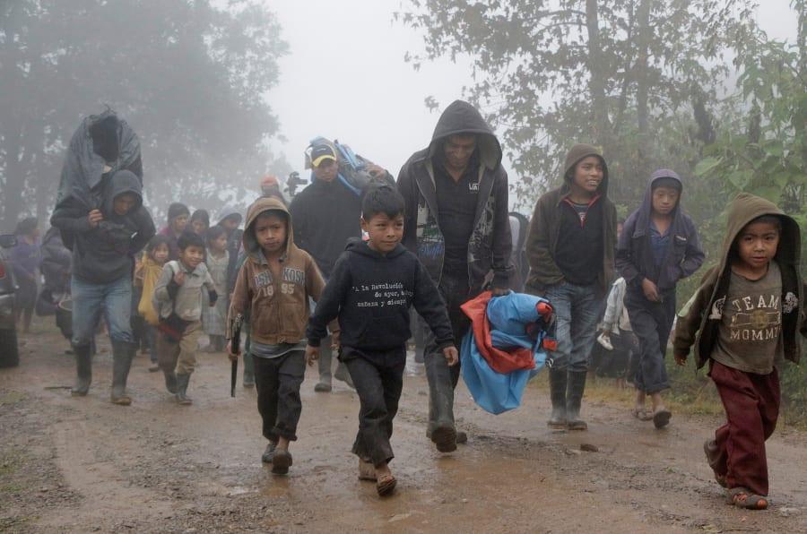 CHALCHIHUITÁN, CHIAPAS. Alrededor de 50 familias desplazadas del municipio de Chalchihuitán, Chiapas, decidieron regresar a sus viviendas para poder pasar la temporada invernal debido al incremento de enfermedades respiratorias por el mal tiempo y las condiciones deplorables en las que se encuentran viviendo.