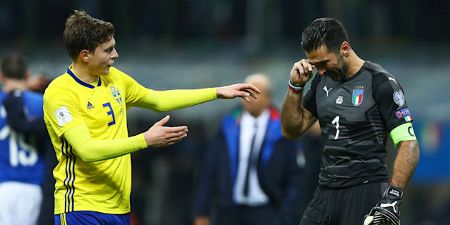 Victor Lindelof of Sweden comforting Gianluigi Buffon of Italy at the end of the match at San Siro Stadium in Milan, Italy on November 13, 2017. (Photo by Matteo Ciambelli/NurPhoto via Getty Images)