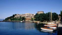 Si tuffa nel lago di Bolsena per salvare un bambina, ambulante marocchino di 25 anni muore