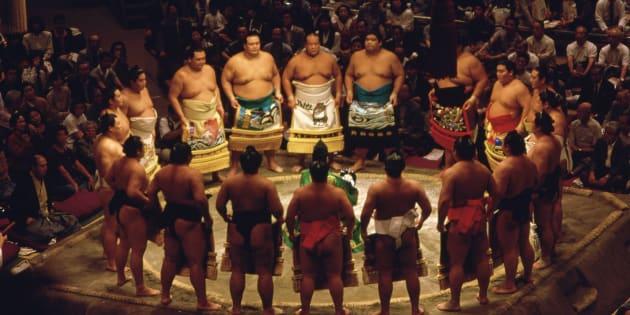 """Jugées """"impures"""", des femmes secouristes chassées d'un ring de sumo au Japon (photo d'illustration)"""