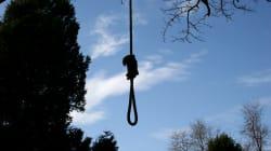Si impicca in un parco a Torino.