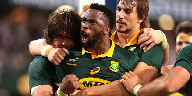 Siya Kolisi (C) celebrates after scoring a try against France during the Test match between South Africa and France at Kings Park in Durban on June 17 2017.