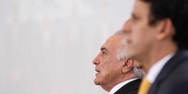Tucano Bruno Araújo pede demissão do Ministério das Cidades e abre espaço para reforma ministerial no governo Michel Temer.