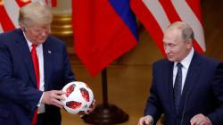 VIDEO 🎥: Putin le regaló el balón de Rusia 2018 a Trump; él se lo aventó a