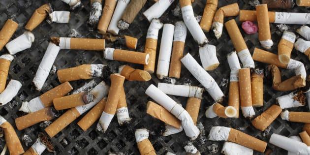 Napoli, sigarette di contrabbando: sequestrato deposito in un appartamento