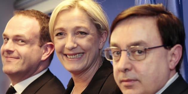 Marine Le Pen en 2015 au côté de Jean-François Jalkh (au premier plan).