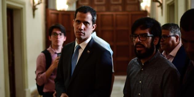 Juan Guaidó, ayer, llegando a la Asamblea Nacional para declarar el estado de emergencia por los apagones.