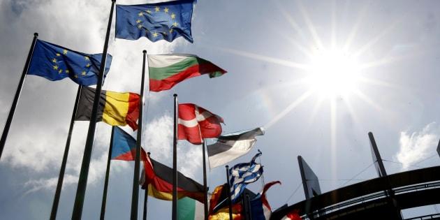 Les drapeaux devant le parlement européen de Strasbourg, en mai 2014.  (AP Photo/Christian Lutz)