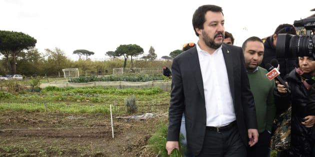 Renzi condanna squadristi. Salvini: