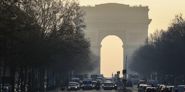 Pic de pollution: la circulation différenciée reconduite mardi et mercredi à Paris