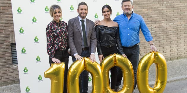 Los presentadores Anna Simon, Frank Blanco , Cristina Pedroche y Miki Nadal durante la presentación de la emisión numero 1.000 del programa 'Zapeando'.