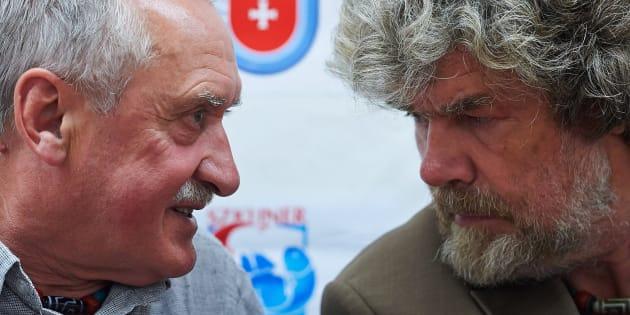 Foto de archivo de los alpinistas polaco Krzysztof Wielicki (izq.) e italiano Reinhold Messner durante una rueda de prensa en Wladyslawowo (Polonia) el 22 de junio de 2014.