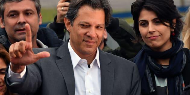 Présidentielle au Brésil: Lula finit par renoncer et laisse sa place à Fernando Haddad.