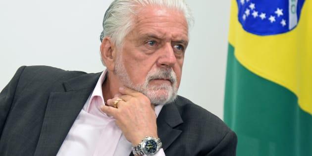 Na casa do ex-governador em Salvador, a Polícia Federal apreendeu  documentos, mídias e 15 relógios de luxo.