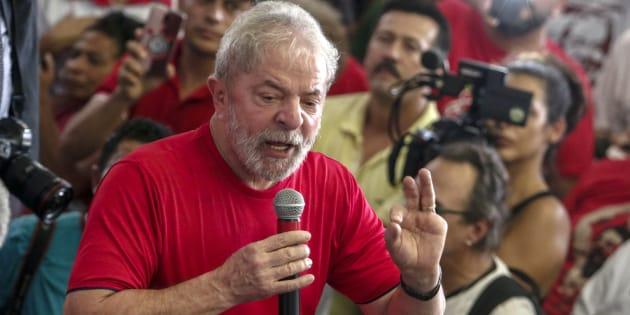 Enquanto o desembargadores decidiam seu futuro, o ex-presidente Lula discursou no Sindicato dos Metalúrgicos, em São Bernardo do Campo (SP).