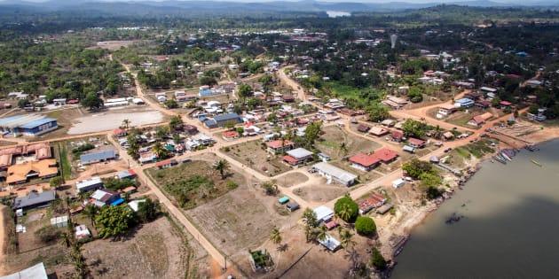 En Guyane, Macron visitera Maripasoula (ici photographiée en 2012), la ville symbole de l'enclavement du département.