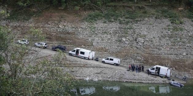 Los Mossos d'Esquadra, investigando en el pantano de Susqueda.