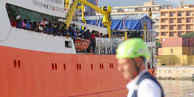 Le navire humanitaire Aquarius avec quelque 600 migrants à son bord, dans le port de Palerme en octobre 2017