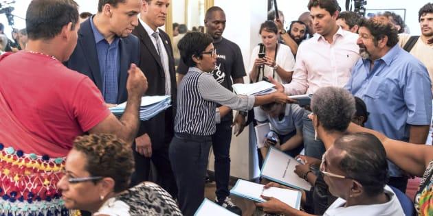 Les négociations reprennent en Guyane, sans le ministre de l'Intérieur reparti vers Paris