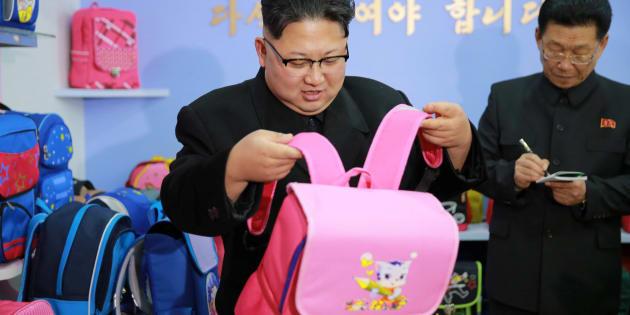 Kim Jung-Un et son sac à dos rose valent le détour(nement)