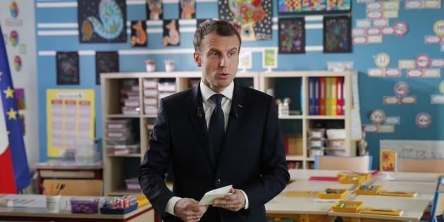 """Macron au 13H de TF1: l'opposition attaque le """"maître d'école"""" et ses """"contes pour enfants"""""""
