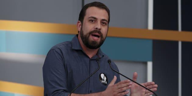 """Guilherme Boulos: """"a iniciativa privada tem que seguir a lei. E a lei diz: salário igual para trabalho igual""""."""