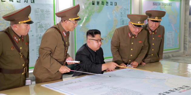 Kim Jong-Un met en pause son projet de tirs de missiles sur l'île de Guam.