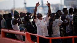 Muri, lager, espulsioni a tempo di record: la via spagnola ai
