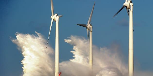 Macron souffle le chaud et le froid sur l'éolien, au risque de faire vaciller la filière.