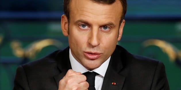 Le Président Macron lors d'un discours faisant suite à la signature de trois textes de loi, la loi de finances 2018, la loi sur le financement de la sécurité sociale et celle mettant fin à la recherche ainsi qu'à l'exploitation des hydrocarbures d'ici 2040, à l'Elysée, le 30 décembre 2017.