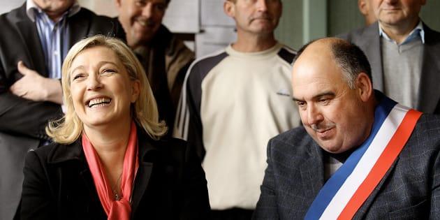 Marine Le Pen aux côtés du Gérard Marchand à Brachay en 2012.