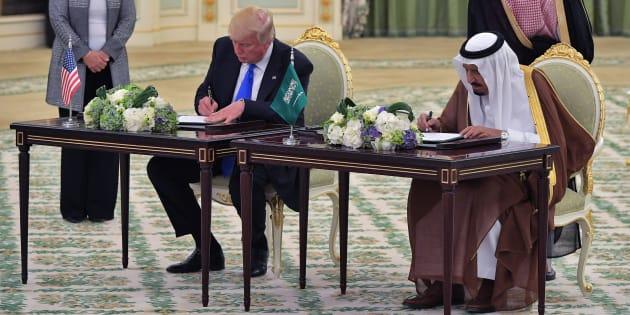 En Arabie saoudite, Trump et le roi Salmane signent pour plus de 380 milliards de dollars d'accords