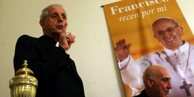 El arzobispo carioca Mario Poli de Buenos Aires junto al obispo de Chascomus Carlos Malfa y un retrato del papa Francisco.