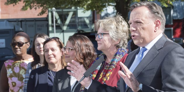 François Legault avec les candidats caquistes de l'Est de l'île de Montréal, dont Chantal Rouleau à sa droite.