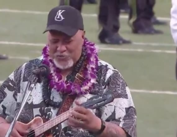 Hawaiian singer wows crowd with US anthem makeover